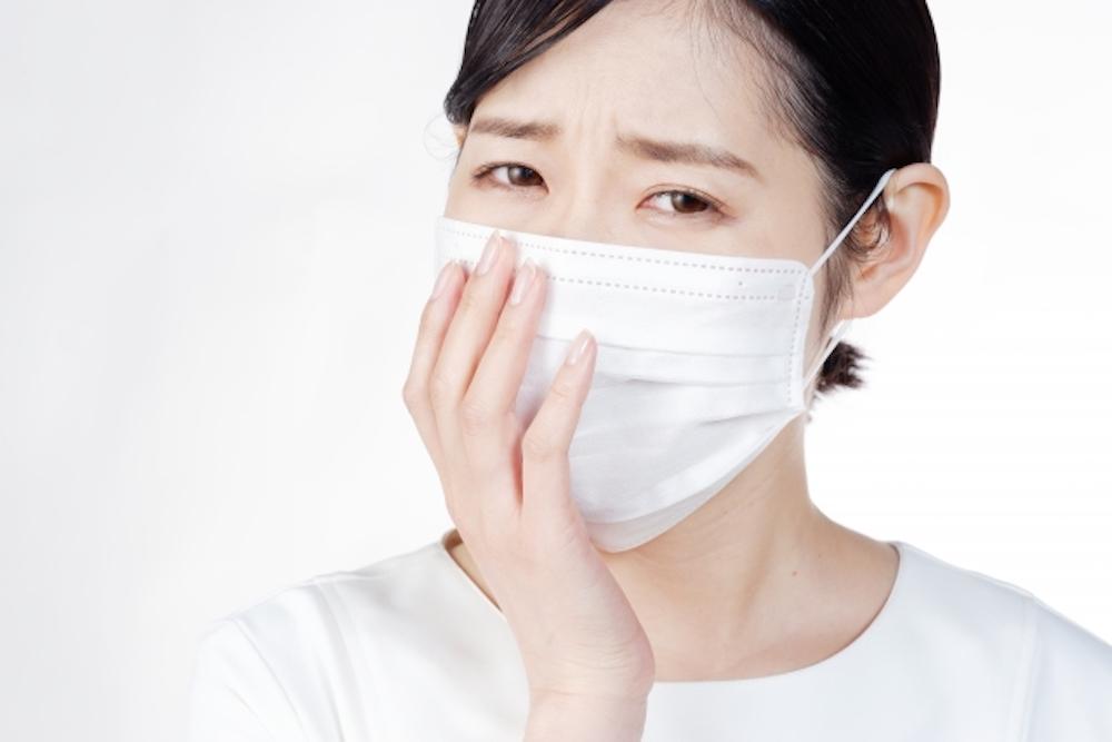 マスクの臭いの原因と対策【口臭・雑菌・唾液の3つに注意】
